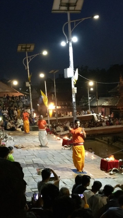 Aarti at the ghat at Pashupatinath temple